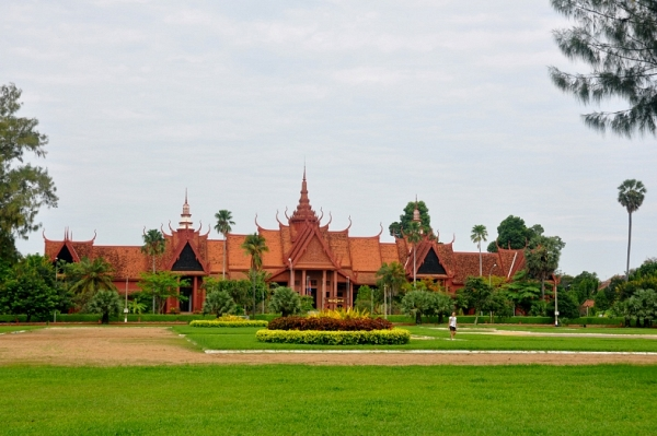 the-royal-palace-and-the-silver-pagoda-the-treasure-of-5000-silver-floor-tiles-history-of-the-khmer-king-dom