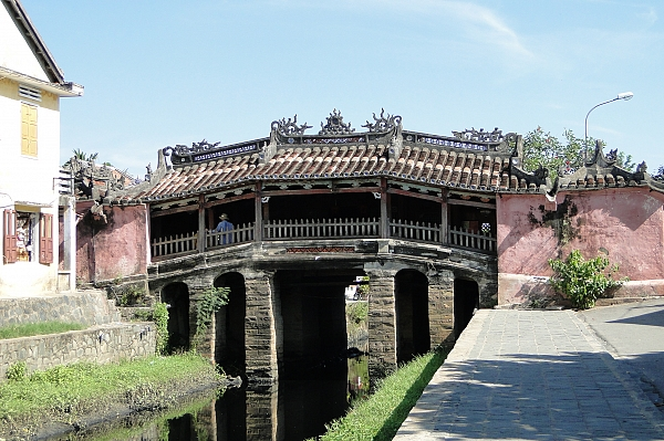 japanese-bridge-the-symbol-of-hoi-an-old-port
